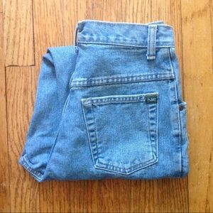 1980s high waisted tapered leg mom jeans
